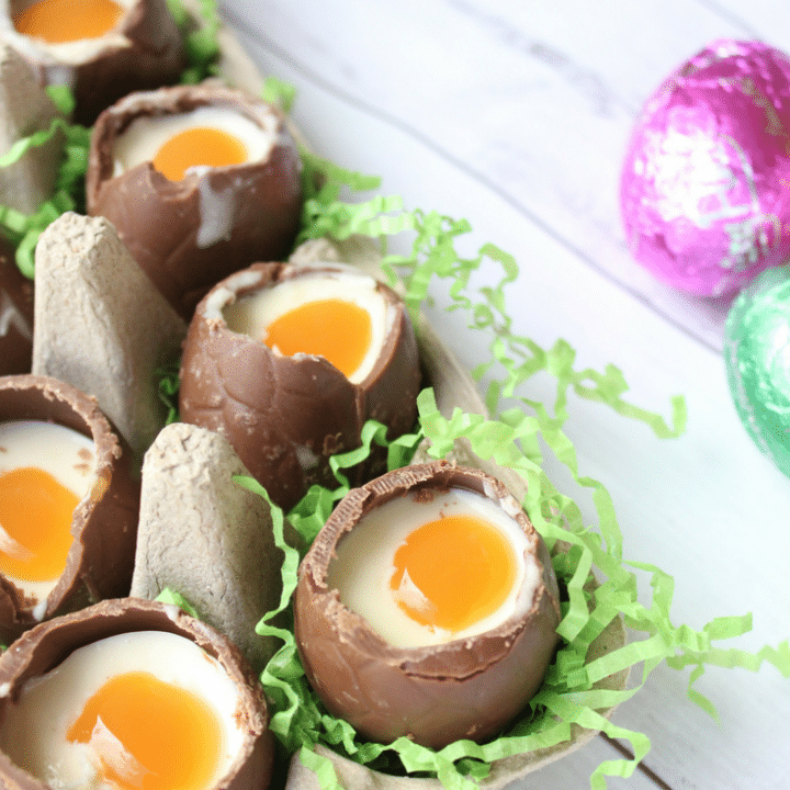 I seriously can't get enough of these Cheesecake Filled Easter Eggs. They are an amazing combination of Easter egg, (doesn't chocolate always taste better in Easter egg form?), white chocolate cheesecake filling and caramel sauce. They are the perfect Easter that will guaranteed impress everyone, yet are way easier to make than they look.