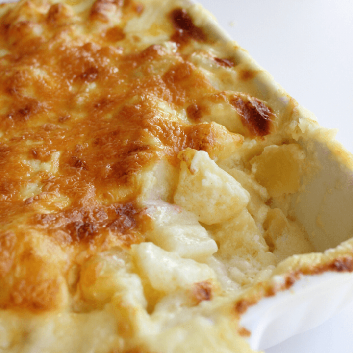 Nothing beats a good potato bake. Soft and fluffy potatoes in a cheesy and creamy sauce would have to be the ultimate side dish. This cheesy potato bake is as good as it gets, and it all comes down to the way to potatoes are cut.
