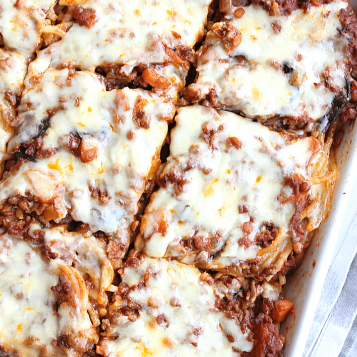This baked spaghetti features a delicious red wine and tomato sauce, layered with spaghetti and cheese. It really is a dinner than the entire family will love.