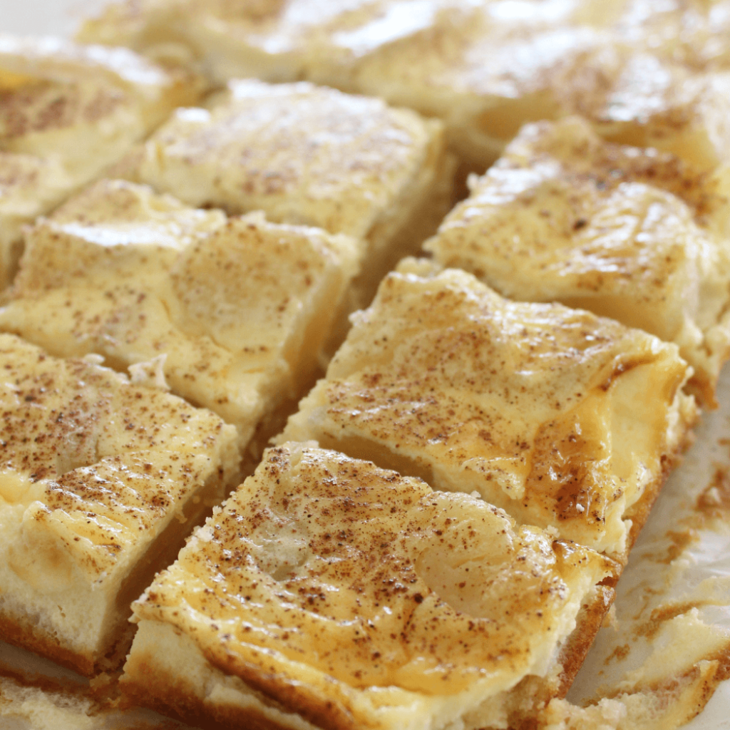 It's hard to stop at just one piece of this apple sour cream slice.  It start with a cake-like base, and is then topped with sweet apple slice and smooth sour cream.  This really is a delicious slice.
