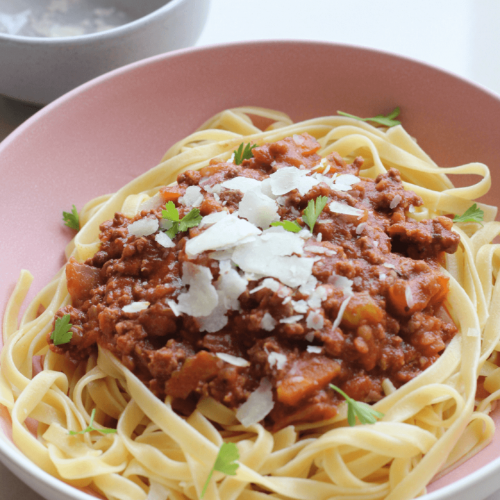 You are going to fall in love with this slow cooker bolognese. It's easy, budget friendly and tastes absolutely incredible. It's the ultimate comforting dinner.